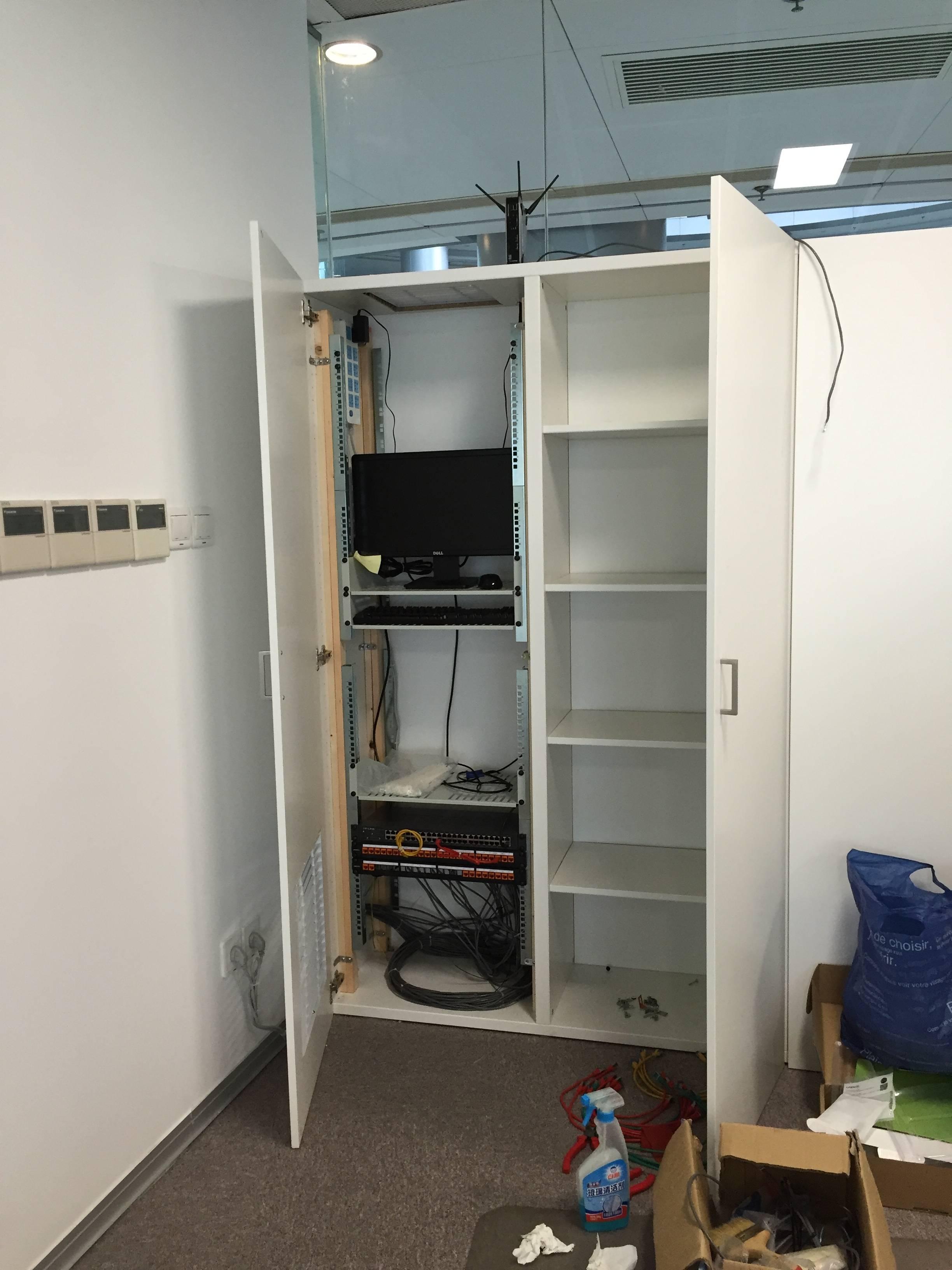 customized 19 zoll server rack im ikea schrank. Black Bedroom Furniture Sets. Home Design Ideas